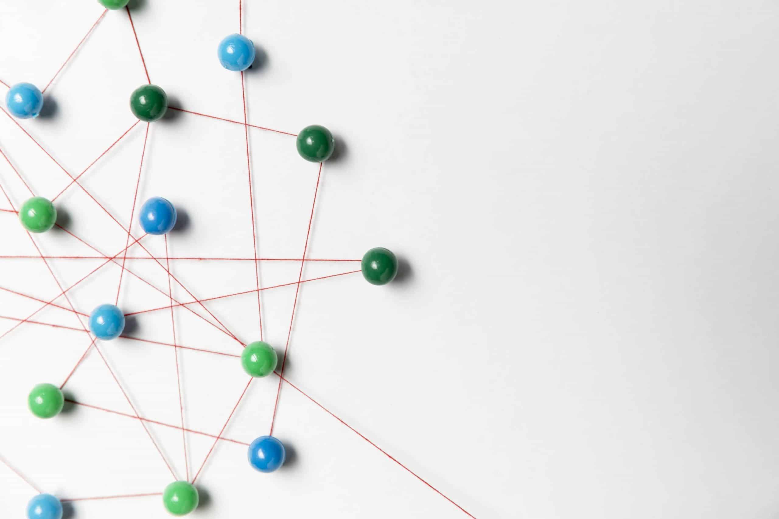 blue green pushpin map 1024x683 - 5 étapes essentielles pour optimiser le référencement naturel de son site Internet