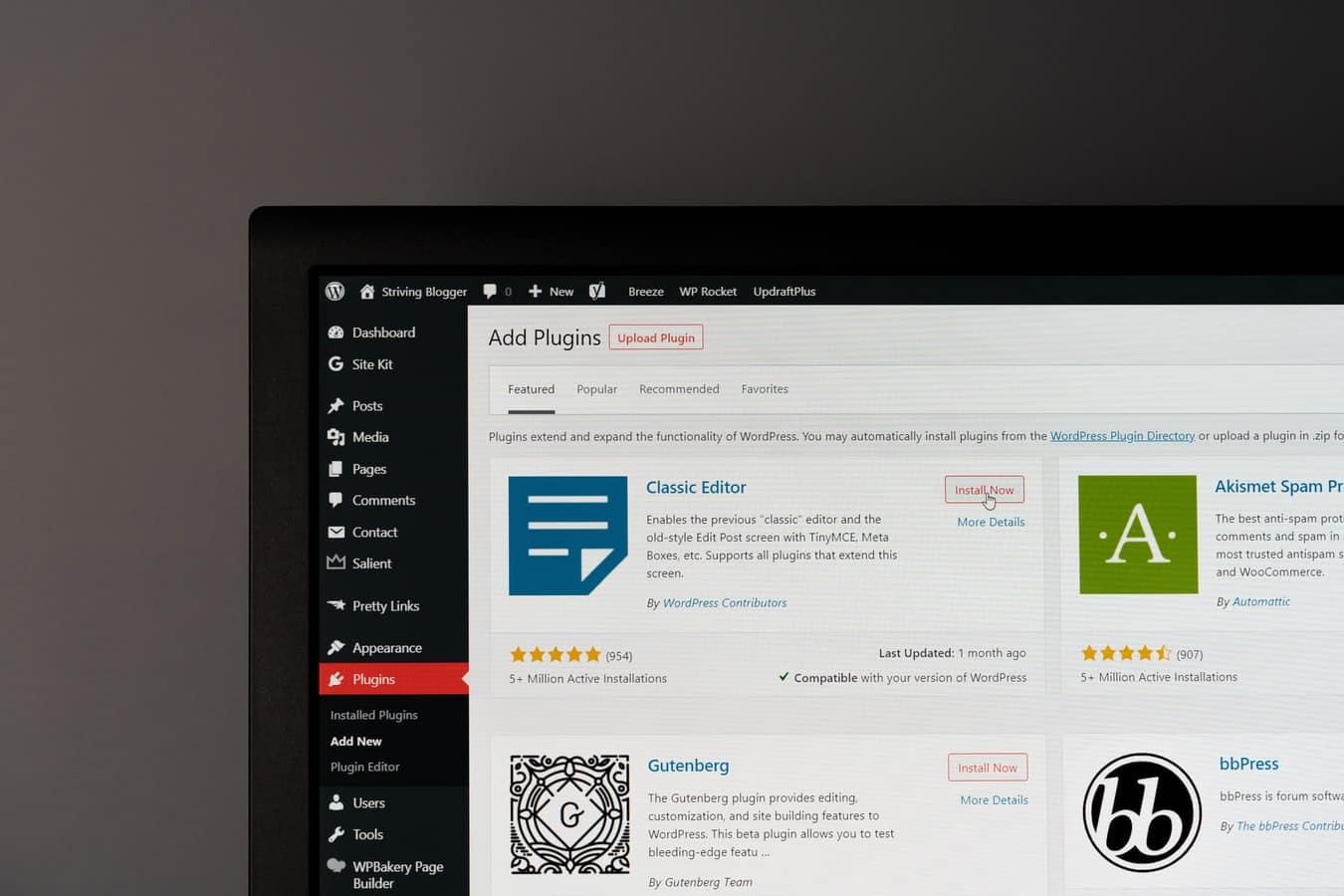 pluging wordpress youdemus 1024x683 - Comment et pourquoi faut-il fréquemment faire des mises à jour avec WordPress ?