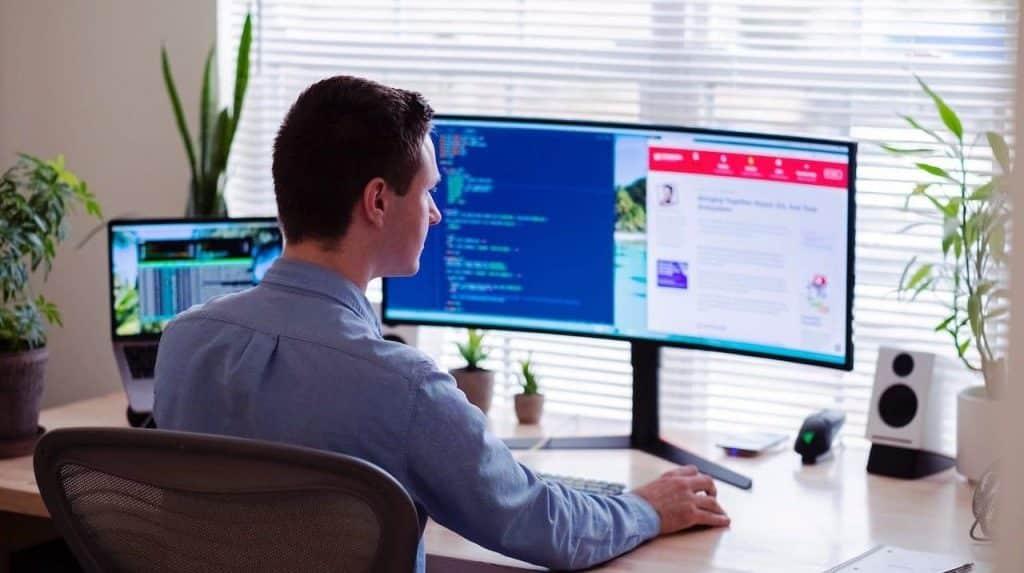 Poste informatique avec accès à l'intranet de l'entreprise